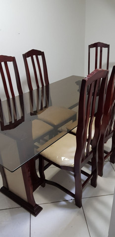 Mesa de jantar com 6 cadeiras! - Foto 2