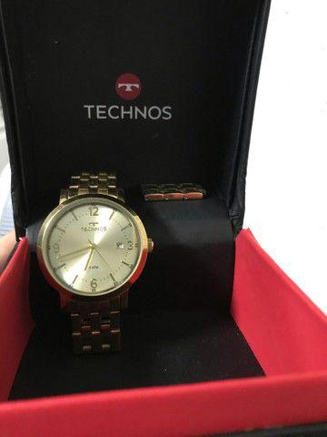 Relógio Technos dourado.  - Foto 2