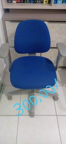 monitor e cadeiras de escritório - Foto 2