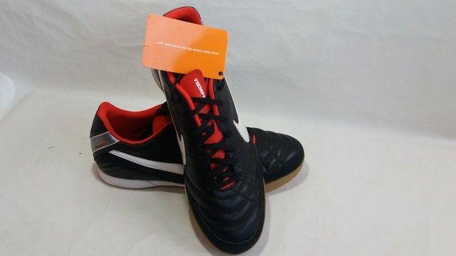 Chuteira Nike  Tiempo Natural IV Ltr ic Futsal - Foto 4