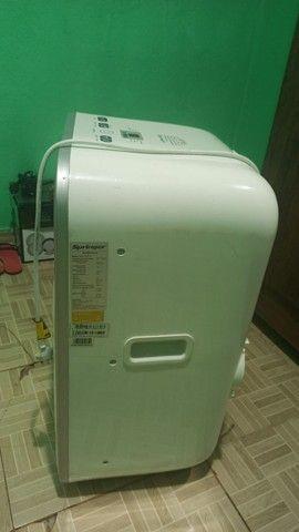 Vendo um ar condicionado portátil e um frigobar