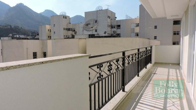Apartamento novo no Centro com 3 quartos, varanda, 2 vagas de garagem