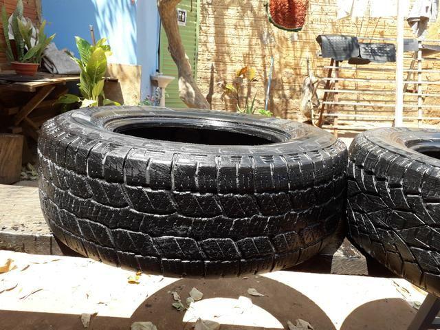 Vendo pneu para caminhonete aro 265/65.17 - Foto 3