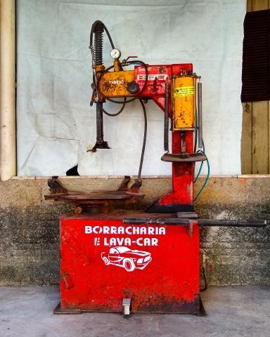 Máquina desmontadora de pneus