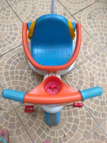 Triciclo com empurrador e porta objetos - Foto 2