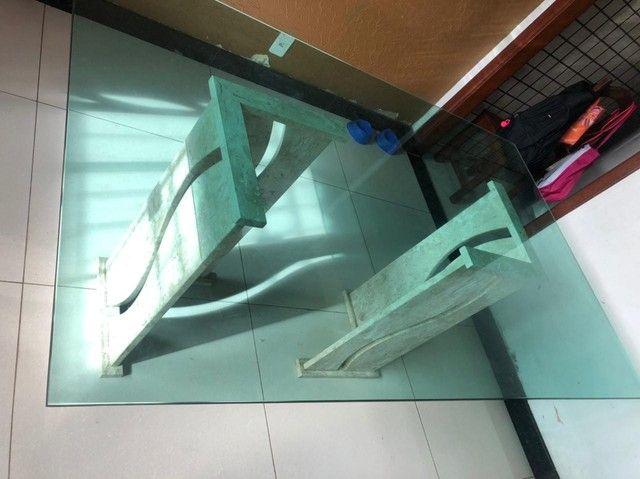 Vendo mesa de vidro com pés de mármore  - Foto 3