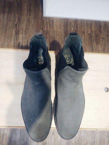Lote com 5 calçados masculinos de marca, seminovos; numeração 44. - Foto 3