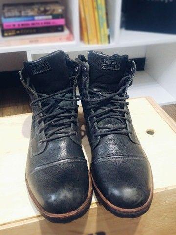 Lote com 5 calçados masculinos de marca, seminovos; numeração 44. - Foto 5