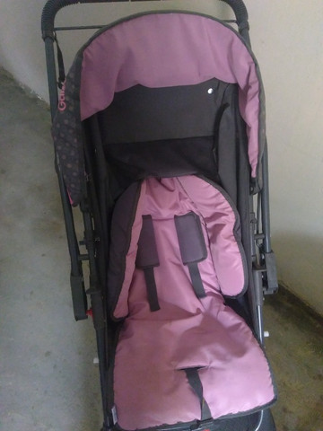Vende-se carrinho de bebê (Menina)