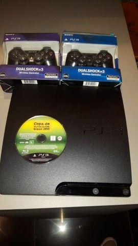 Playstation 3 + 2 controles originais - Foto 2