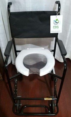 Vendo Cadeira d Banho Nova, e uma Cadeira de Rodas nova