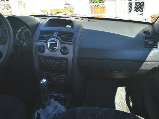 Renault Megane  preto sedan em ótimo estado  - Foto 5