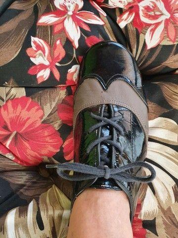 Sapato rasteiro de couro de verniz  - Foto 5