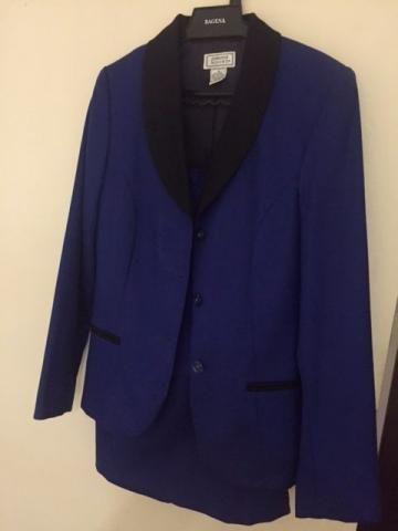Saia e blazer de lã azul royal com detalhes pretos