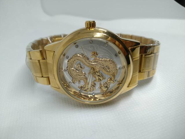 1916c308f50 Relógio masculino   feminino dragão 3d relevo dourado top de linha ...