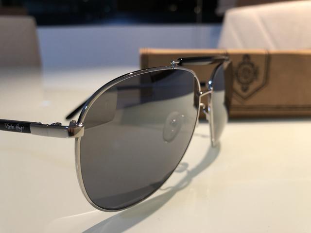 54e735fd3cc Óculos de sol Victor Hugo