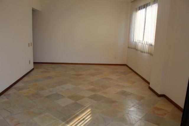 18317 - Apartamento com 3 dormitórios, sendo 1 suíte - 95 m²Centro - Foto 3