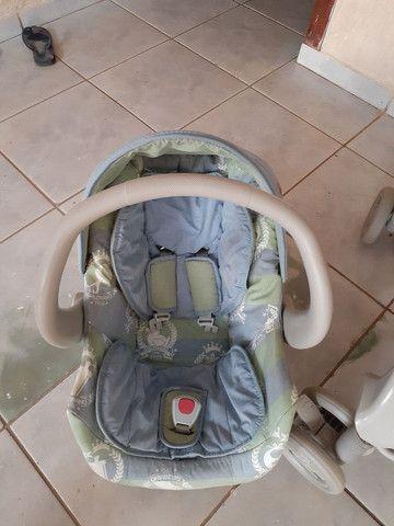 Carrinho infantil  com bebê conforto estado de novo bem cuidado.. - Foto 2