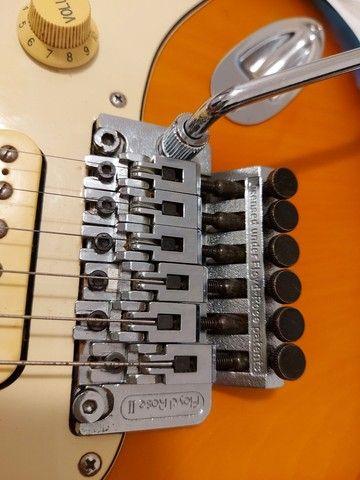 Guitarra Fender Squier Stratocaster Korea com Floyd Rose - Foto 6