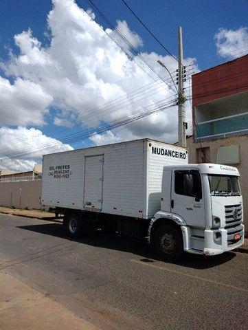 Caminhão baú - Foto 11