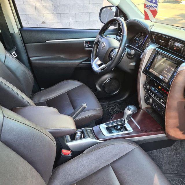Toyota Hilux SW4 SRX 2.8 TDi [impecável] - Foto 5