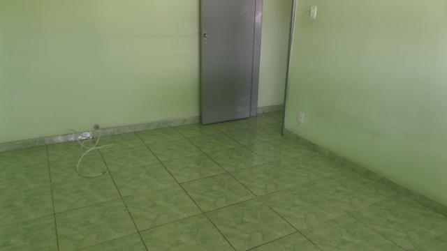 Apto vazio 2 qts, dependência completa, garagem Ref:8 - Foto 2