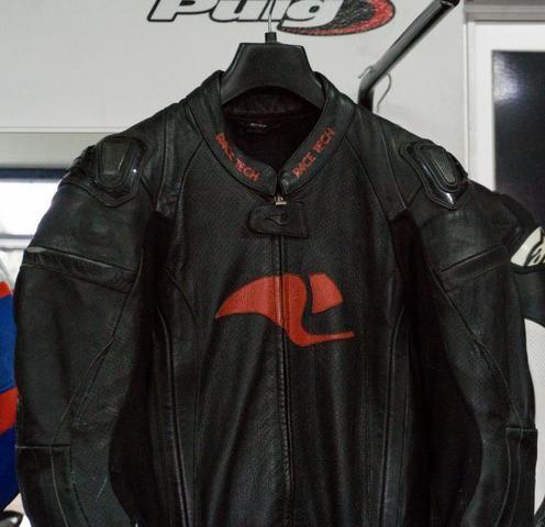 Macacão Racetech tamanho 50, calca, jaqueta, protetor de coluna de brinde