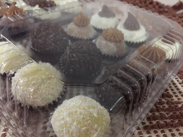 Vendo brigadeiros salgados e bolo de aniversário faça sua encomenda hoje mesmo - Foto 2