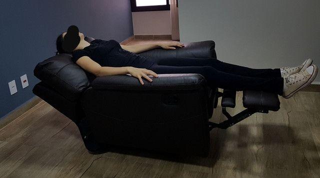 Poltrona reclinável POUQUISSIMO USADA - Foto 3