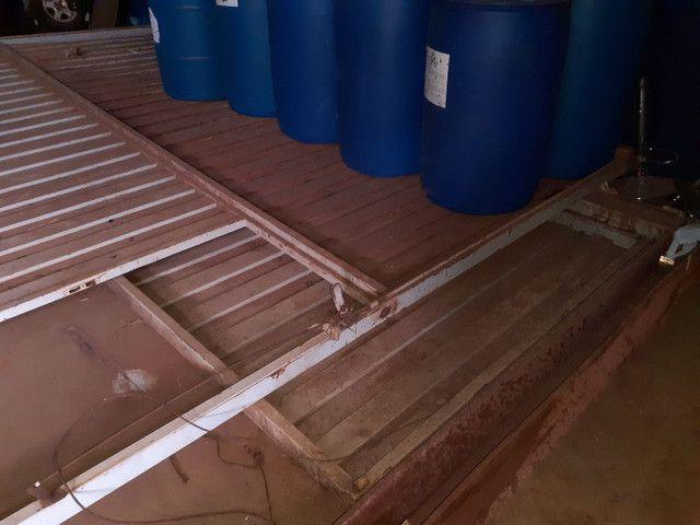 Portão basculante articulado para galpões  - Foto 4