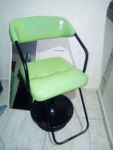 Cadeira giratória para salao 50,00