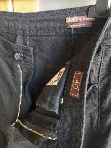 Calça Pantacourt Jeans Preta Bo.Bô Tam 40 - Foto 4