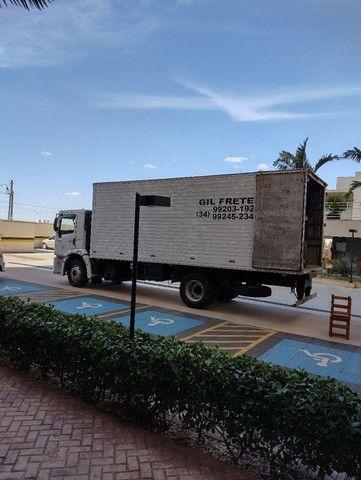 Caminhão baú - Foto 9