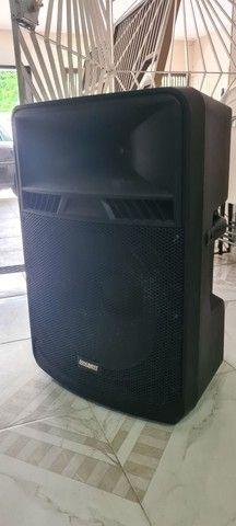 """Caixa acústica ativa 18"""" 600W RMS"""