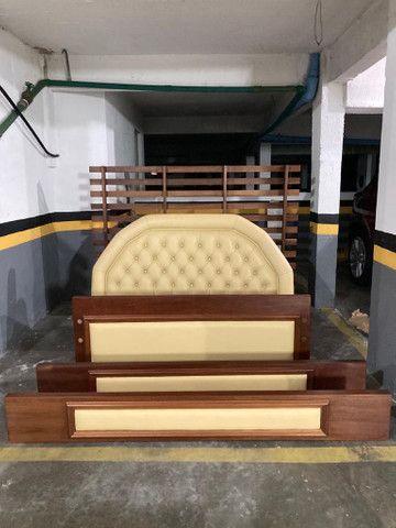 Cama de casal madeira maciça e couro - Foto 2