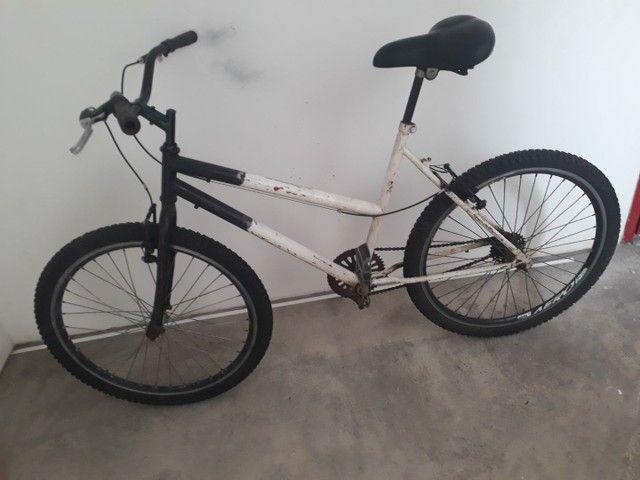 Vendo bicicleta aro 26 peneus novos assento novo  aro aero muito boa só pega e anda  - Foto 2