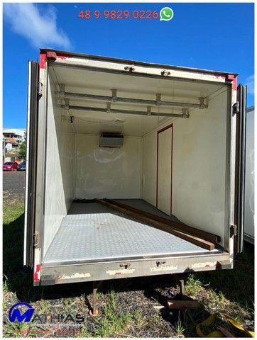 Bau termico 3,65m 2 portas traseira, 1 porta lateral, piso de fibra, Mathias Implementos - Foto 3