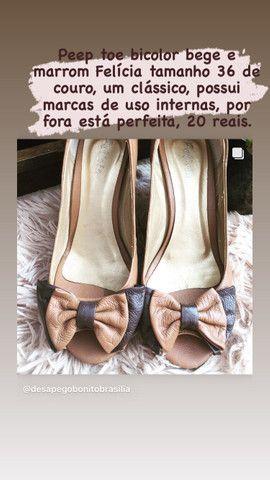 Peep toe bicolor bege e marrom Felícia tamanho 36 - Foto 2