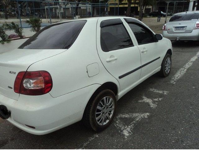 Fiat siena hlx 2006 em perfeito estado financio mesmo com nome sujo - Foto 3