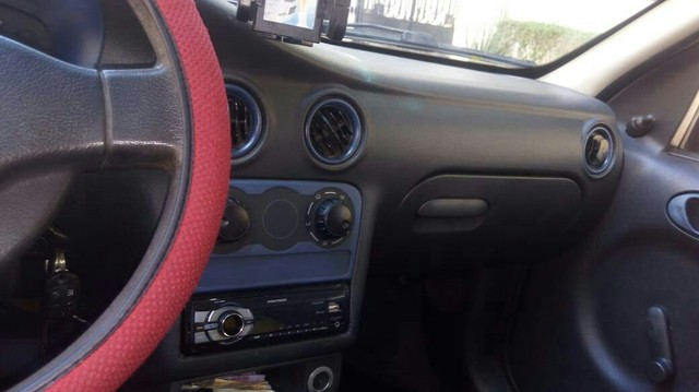 Celta super 1.o gasolina.ano 2004. 2 portas cor preta.gm. - Foto 5
