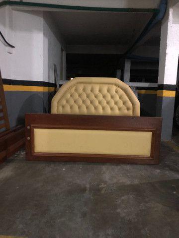 Cama de casal madeira maciça e couro - Foto 4