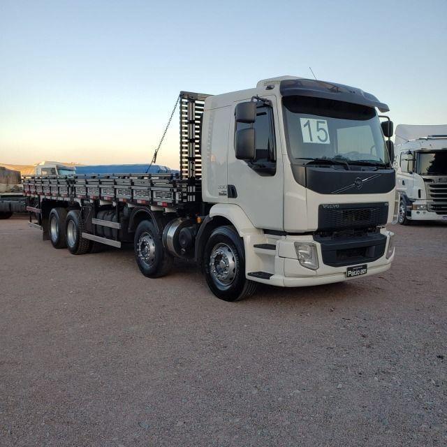 Caminhão Volvo VM330 Bitruck 2015 8x2 i- Shift Carroceria Aberta Ar condicionado bitruque - Foto 2