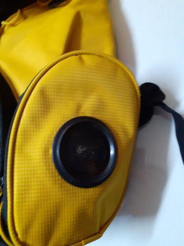 Mochila com caixas de som e plugue para celular - Foto 2