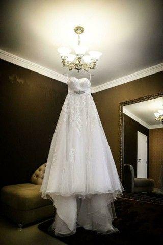 Vestido de noiva, com véu