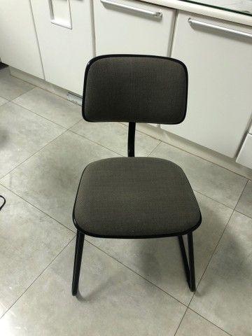 Cadeira fixa sem braço