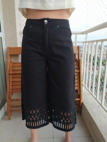 Calça Pantacourt Jeans Preta Bo.Bô Tam 40 - Foto 3