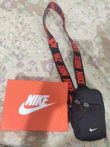 Bolsa Shoulder Bag Pochete Nike Essentials Preto E Laranja