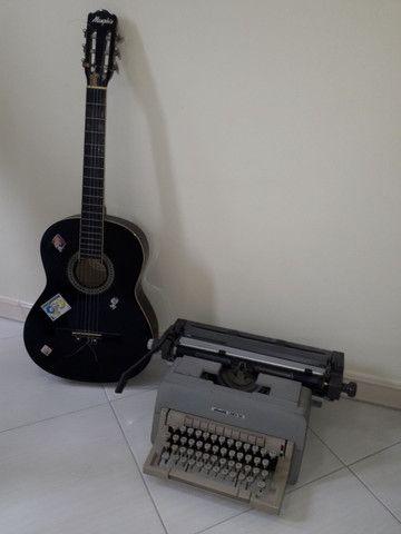 Violão + Máquina de escrever