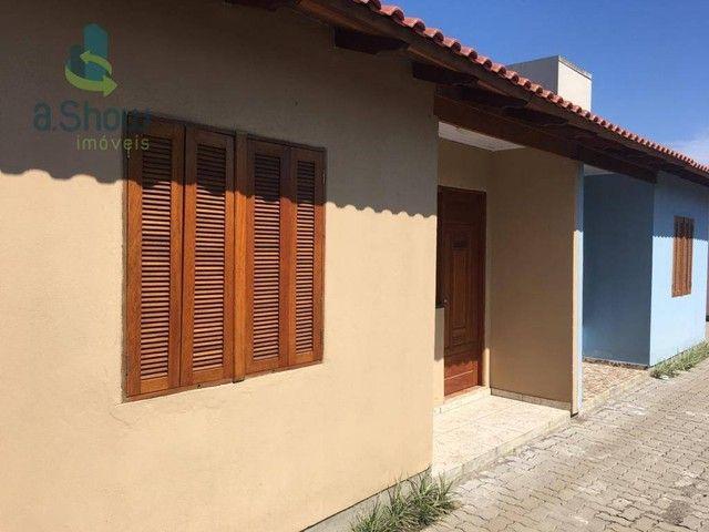 Casa com 2 dormitórios para alugar por R$ 800,00/mês - Niterói - Canoas/RS