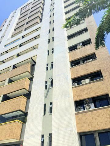 Apartamento com 03 suítes, gabinete à Venda, 160 m²